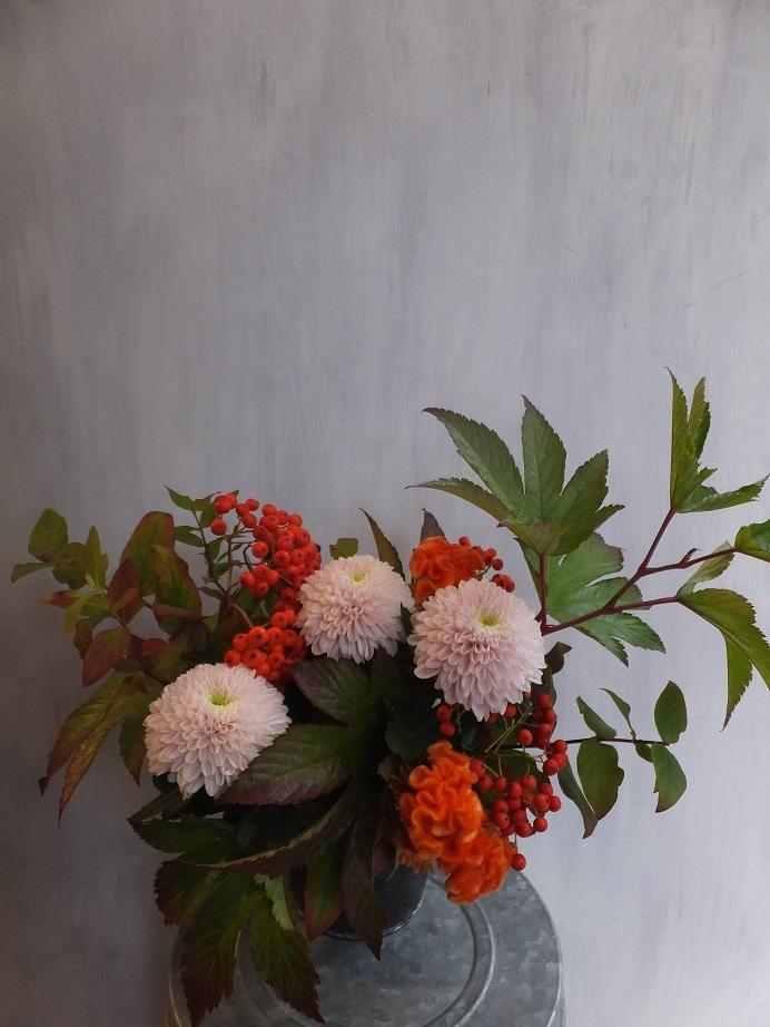 オークリーフ(菊とダリアのアレンジメント)_f0049672_16121235.jpg