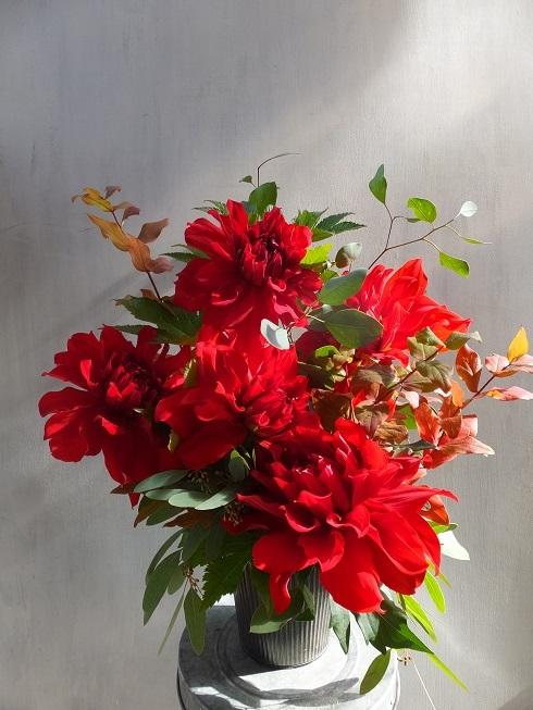 オークリーフ(菊とダリアのアレンジメント)_f0049672_16122115.jpg