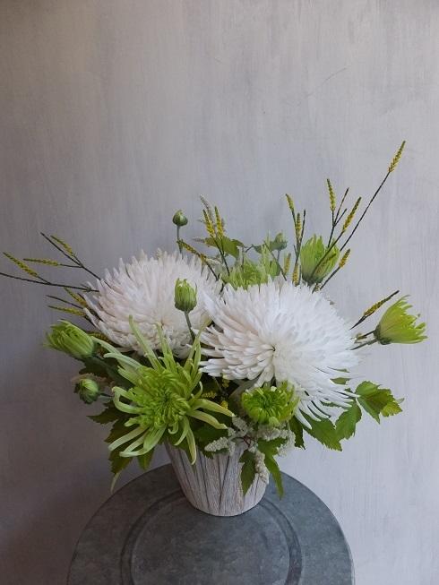 オークリーフ(菊とダリアのアレンジメント)_f0049672_16123117.jpg