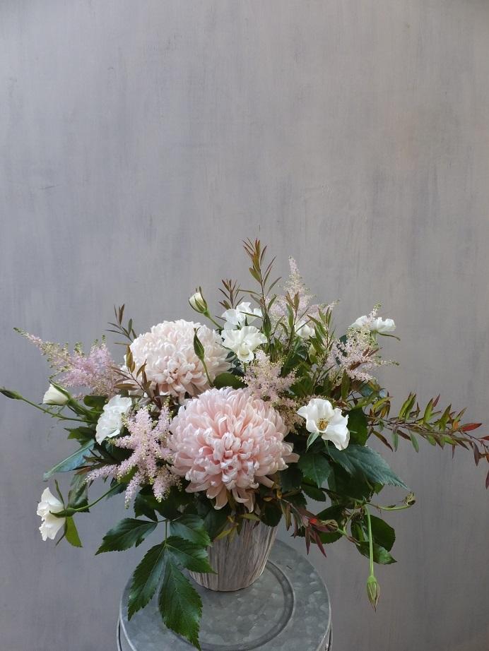 オークリーフ(菊とダリアのアレンジメント)_f0049672_16125955.jpg