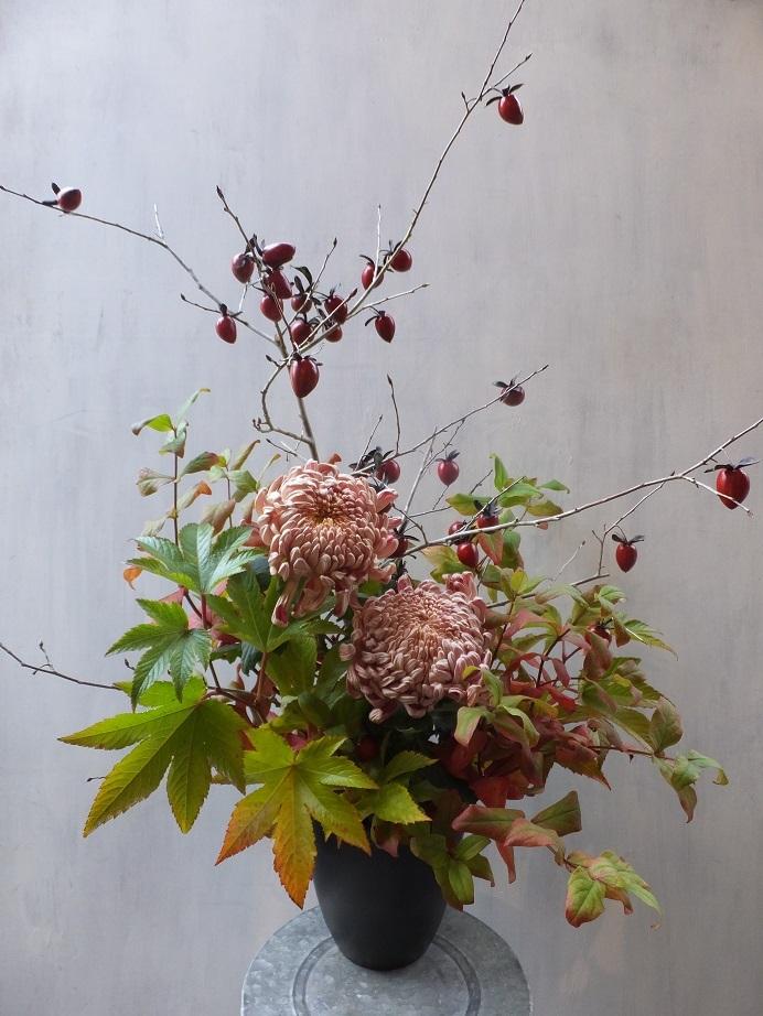 オークリーフ(菊とダリアのアレンジメント)_f0049672_16132049.jpg