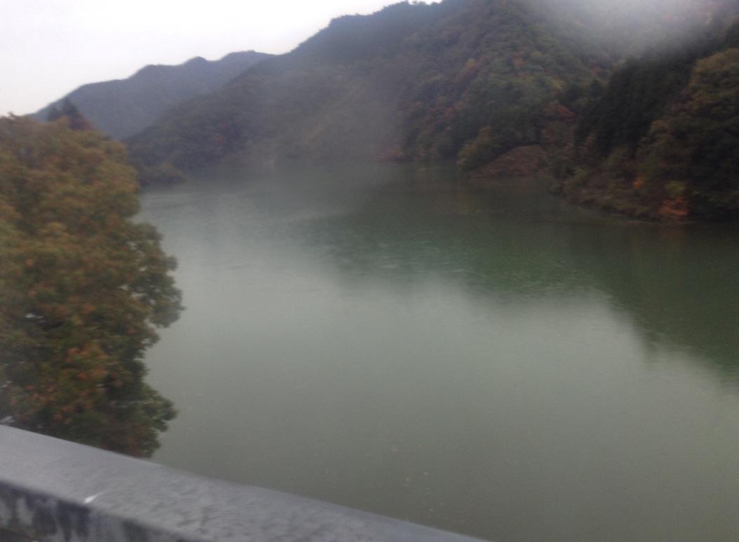 宮ヶ瀬湖が満水_d0164691_20501530.jpg