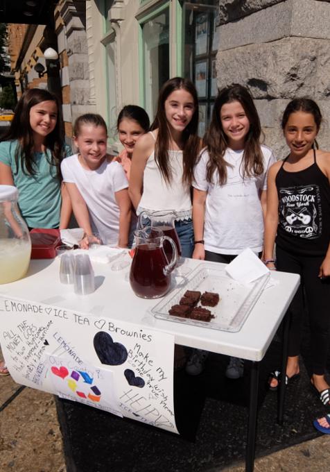 NYの街角で少女たちによる手作りクッキー屋さんに遭遇_b0007805_944614.jpg