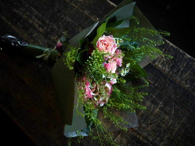 退職される女性へ花束。北1西5にお届け。2017/11/10。_b0171193_17250811.jpg