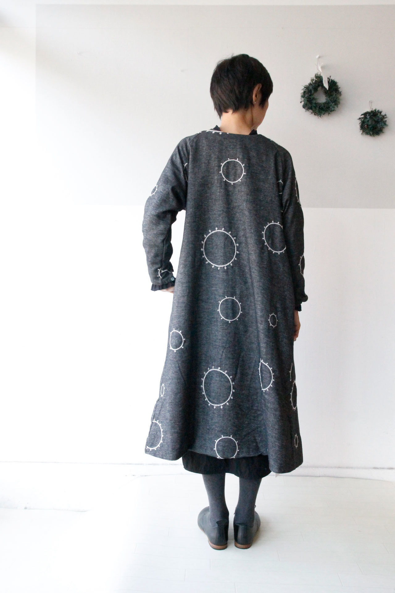 CIRCLE EMBROIDERY 2WAY COAT ONE-PIECE DRESS_f0215708_16511351.jpg