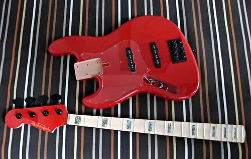 わかざえもんさんの「Modern J-Bass」の塗装が完了。_e0053731_18075359.jpg