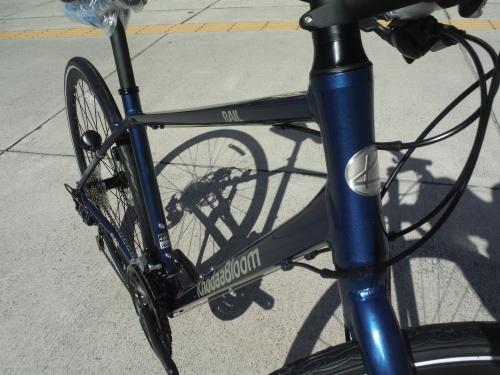 通勤にお勧めのクロスバイク 入荷しました_b0332867_22040606.jpg