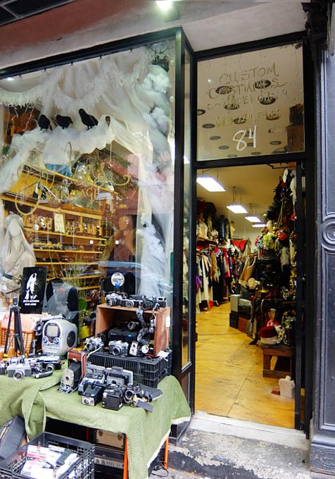 壁画とアンティークのお買い物を同時に楽しめるNYの穴場スポット、Julie\'s Vintage_b0007805_1122560.jpg