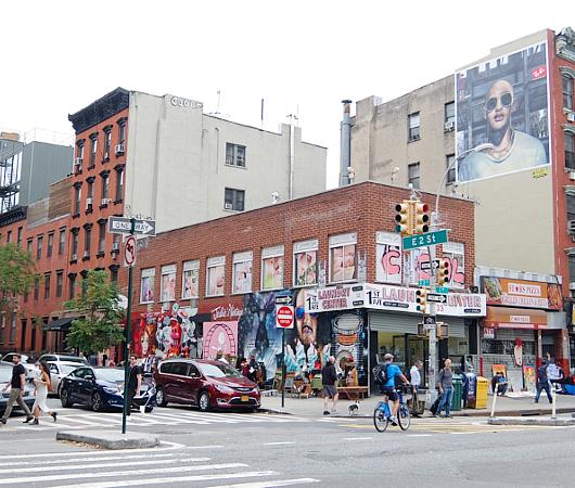 壁画とアンティークのお買い物を同時に楽しめるNYの穴場スポット、Julie\'s Vintage_b0007805_11266.jpg