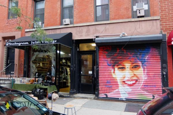 壁画とアンティークのお買い物を同時に楽しめるNYの穴場スポット、Julie\'s Vintage_b0007805_1131883.jpg