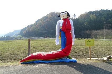 今年もかかしが榊原温泉歓迎しています_b0145257_16162211.jpg