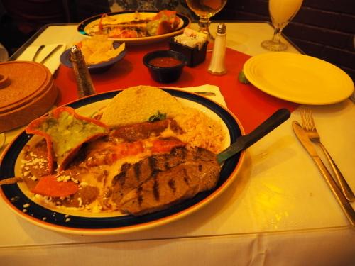 24時間営業メキシカンレストラン_d0193569_23470501.jpg
