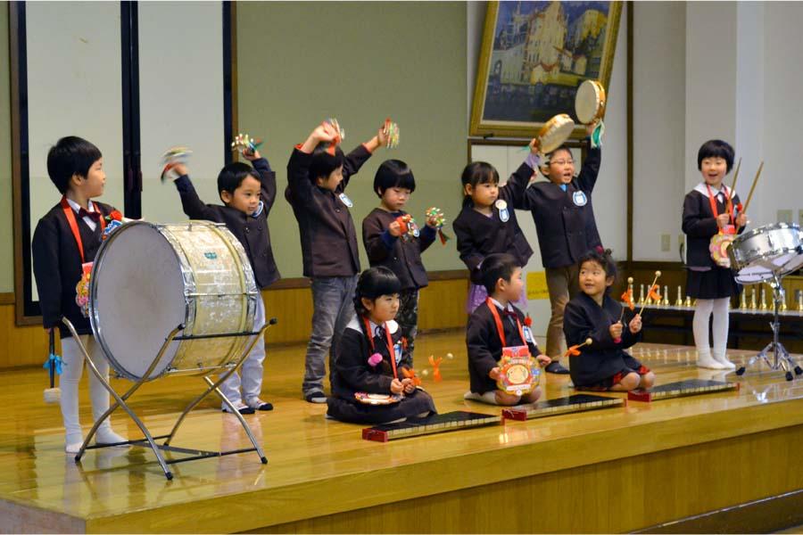 第二幼稚園 10月11月生まれの誕生会を行いました。_d0353789_1121501.jpg