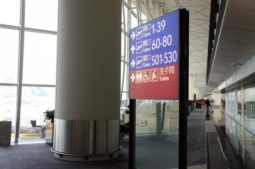 香港国際空港のサイン_e0175918_21313103.jpg
