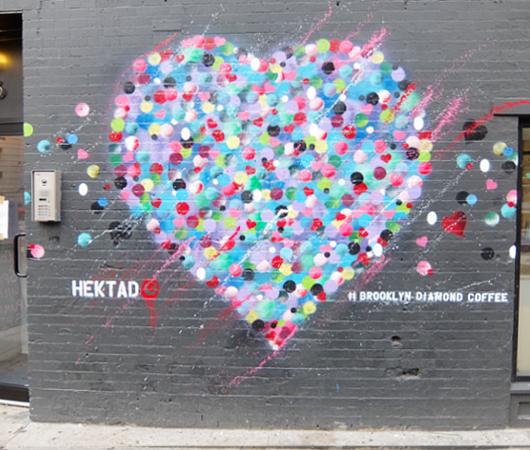 NYのお店の中にまで繁殖中の「ラブ・ウォール」アート by HEKTAD_b0007805_1023974.jpg
