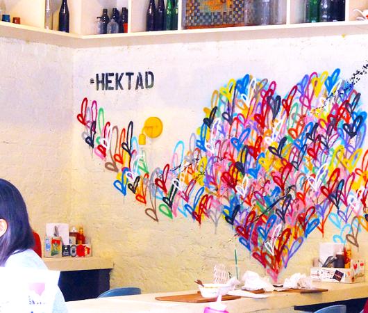 NYのお店の中にまで繁殖中の「ラブ・ウォール」アート by HEKTAD_b0007805_10371423.jpg