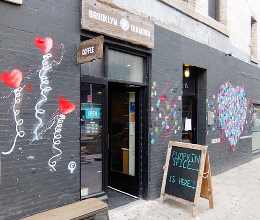 NYのお店の中にまで繁殖中の「ラブ・ウォール」アート by HEKTAD_b0007805_1042236.jpg