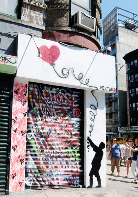 NYのお店の中にまで繁殖中の「ラブ・ウォール」アート by HEKTAD_b0007805_9585613.jpg