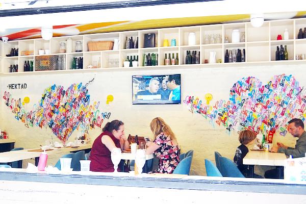 NYのお店の中にまで繁殖中の「ラブ・ウォール」アート by HEKTAD_b0007805_9593044.jpg