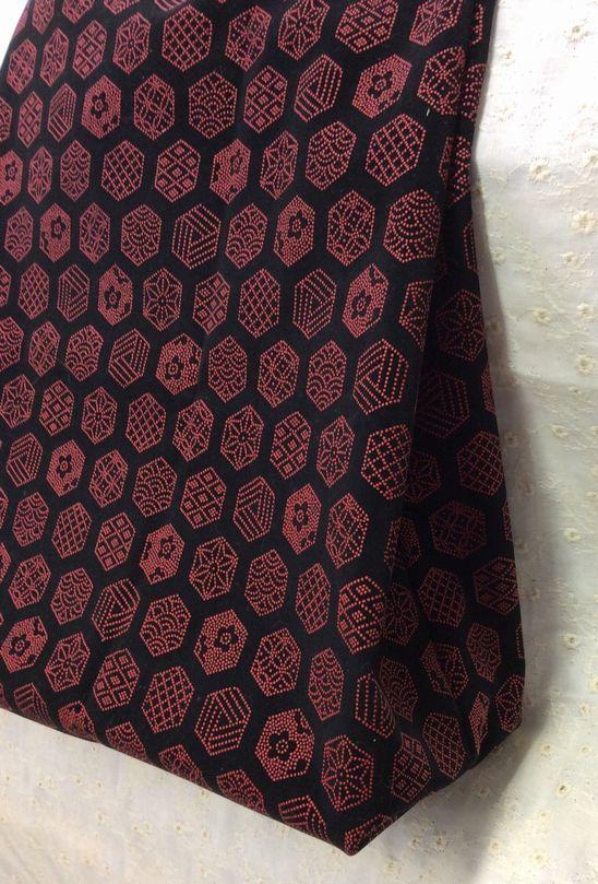 印伝風の布で作ったたっぷり入るトートバッグ_d0156706_11135113.jpg