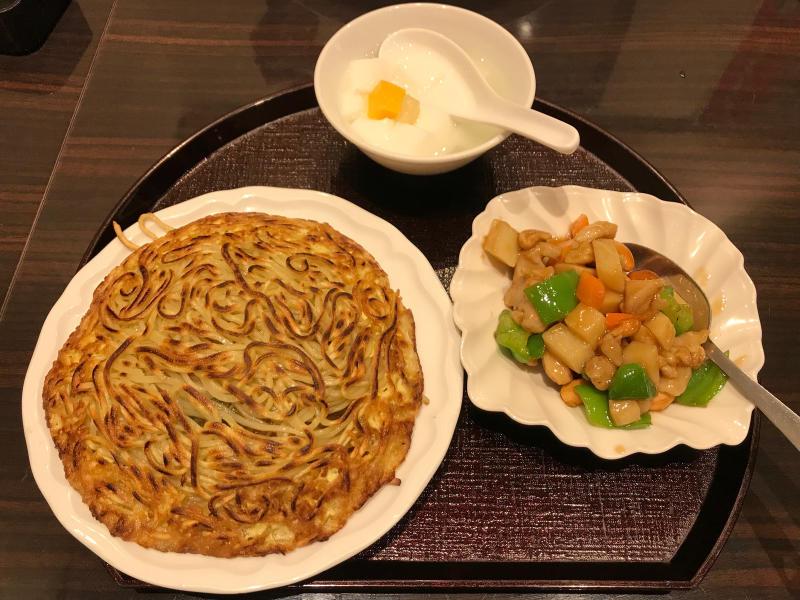 梅蘭焼きそばと鶏肉とカシューナッツ炒め_a0359239_19045820.jpg