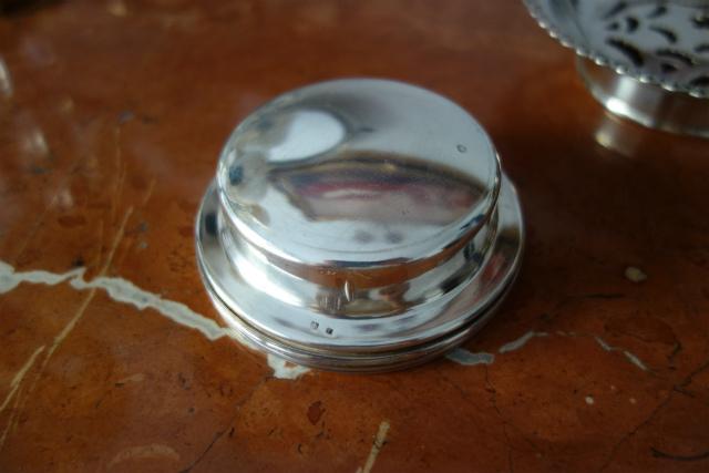 シルバープレートバタープレス皿1、2_f0112550_03154778.jpg