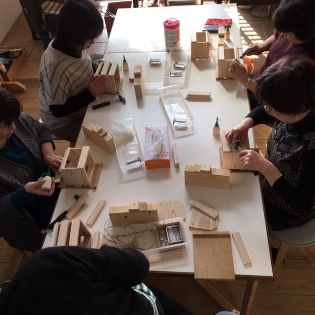 DIYワークショップ『ハンギングプランターボックスを作ろう』土曜日の部が終了しました。_c0334574_20044021.jpg
