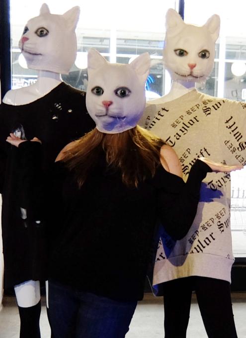 猫顔マネキンだらけ_b0007805_8524782.jpg