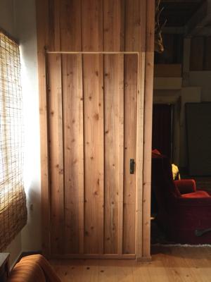 目板張りドア一体型、昭和初期の取っ手、トイレの扉再利用 いい感じに仕上がりました ありがとうございました。薪ストーブの効率格段に上がりました!_f0115152_13064074.jpg