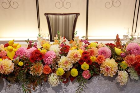 秋の装花 ダリアと紅葉、秋の実の階段装花_a0042928_10315644.jpg