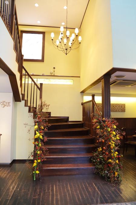 秋の装花 ダリアと紅葉、秋の実の階段装花_a0042928_103233100.jpg