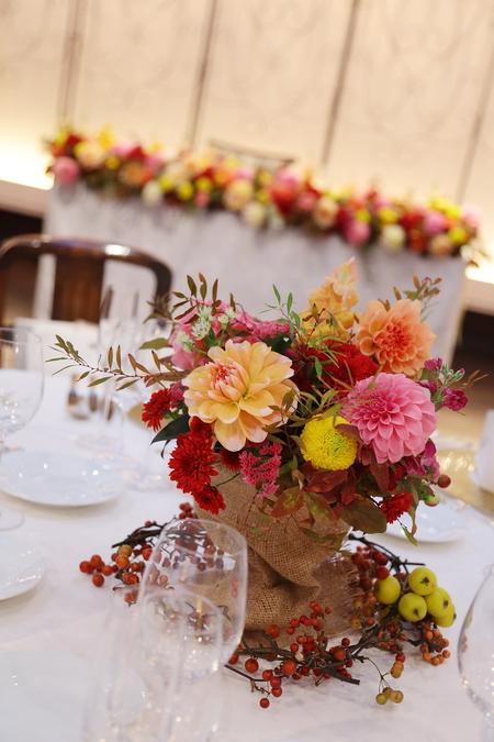 秋の装花 ダリアと紅葉、秋の実の階段装花_a0042928_10325852.jpg