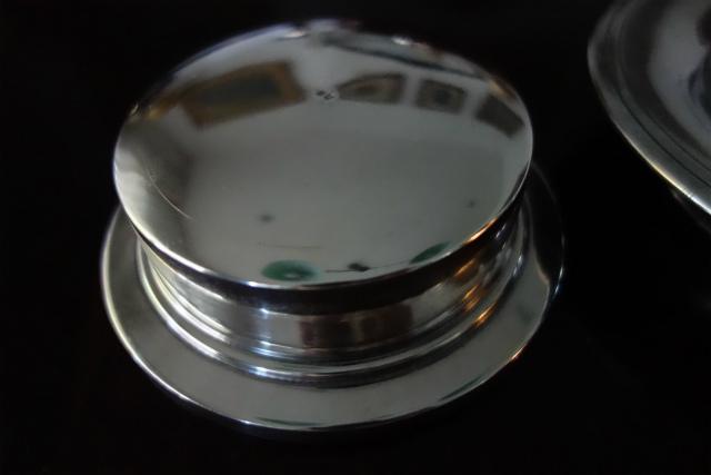 シルバープレートバタープレス皿1、2_f0112550_03194731.jpg