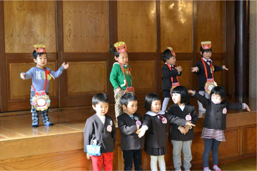 第一幼稚園 お誕生会を行いました_d0353789_1023764.jpg
