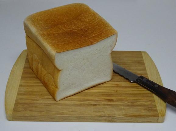 デンマークのねりまだいこん食パン_e0230011_16595649.jpg