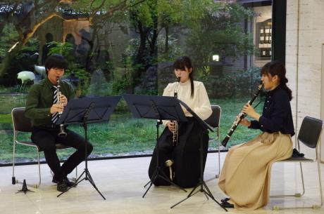 ロビーコンサート アートとともに 音で感じる風景 武蔵野音楽大学 2本のクラリネットとバセットホルンによるトリオ_e0200353_13243843.jpg
