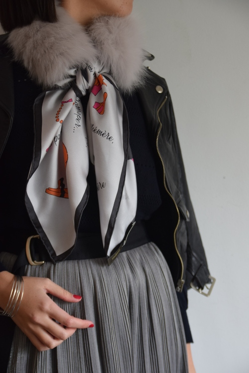 シルクスカーフとファー    。_b0110586_16061668.jpg