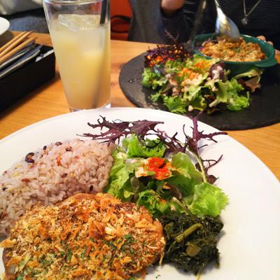 ロビンちゃん&うちの娘たちと渋谷の隠れ家的カフェでランチ_a0275527_21550410.jpg