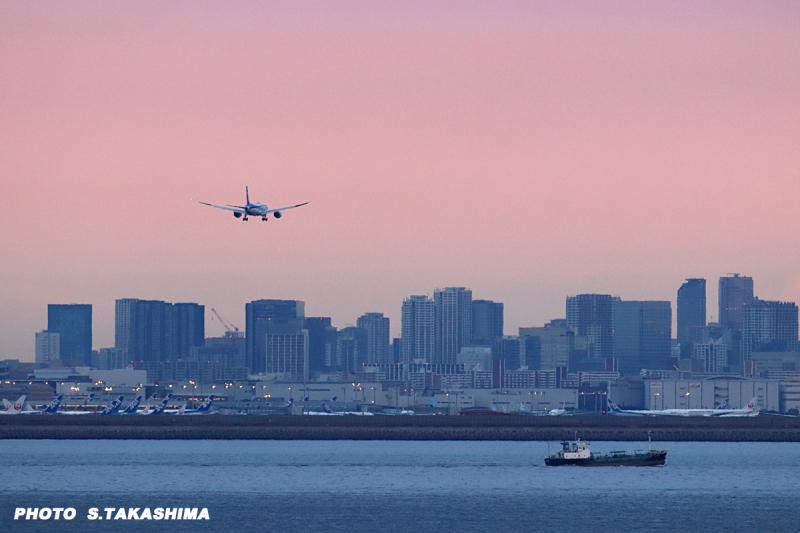 朝焼けの羽田空港へ_b0368378_21012589.jpg