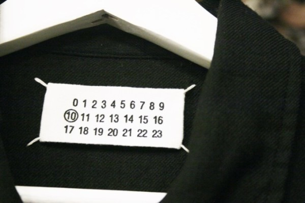 ヨーロッパ買い付け後記23 派手に登場!地味に登場! 入荷マルタンマルジェラ、マルニ、APCメンズアウター、ニット、シャツなど新品・古着_f0180307_02120343.jpg