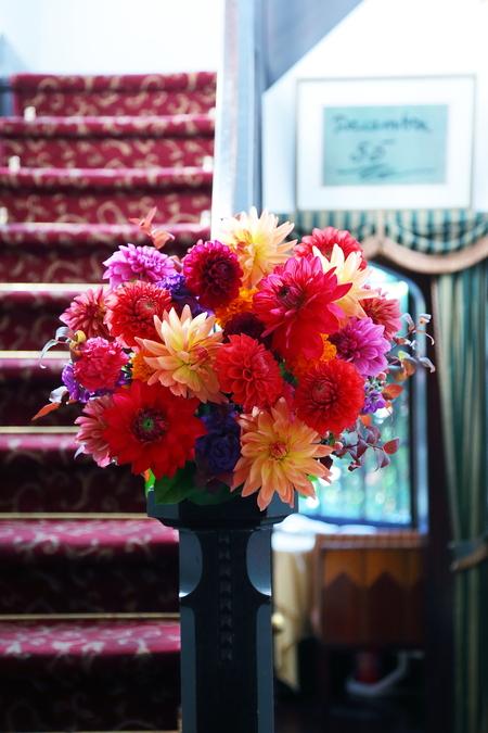 秋の装花 シェ松尾松濤レストラン様へ ダリア、生命の色_a0042928_17423021.jpg