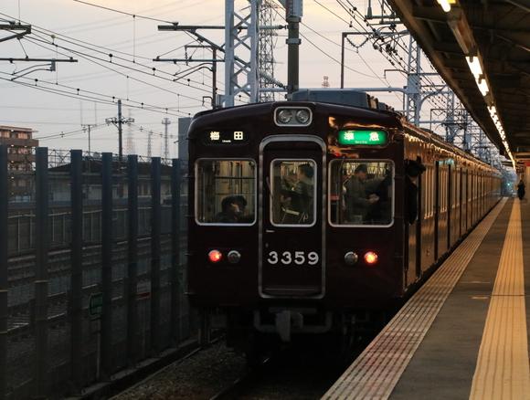 阪急3307F 上牧駅にて!_d0202264_21182185.jpg