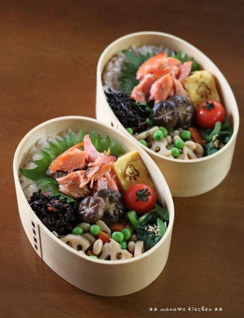 ほぐし鮭のっけ弁 ✿ 豚汁定食(๑¯﹃¯๑)♪_c0139375_11313451.jpg