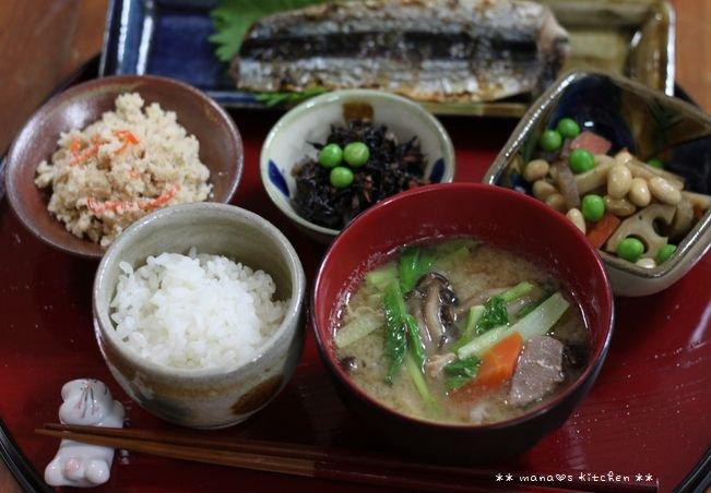 ほぐし鮭のっけ弁 ✿ 豚汁定食(๑¯﹃¯๑)♪_c0139375_11335990.jpg