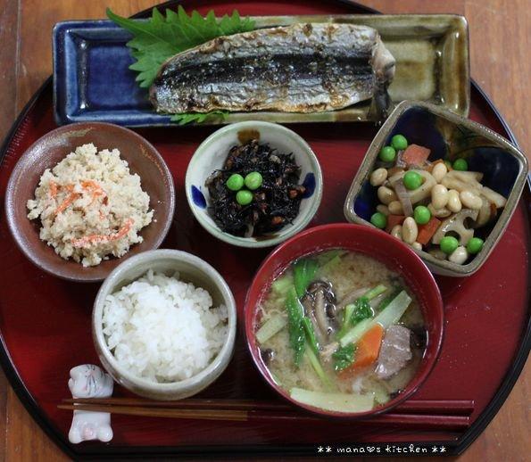 ほぐし鮭のっけ弁 ✿ 豚汁定食(๑¯﹃¯๑)♪_c0139375_1134876.jpg