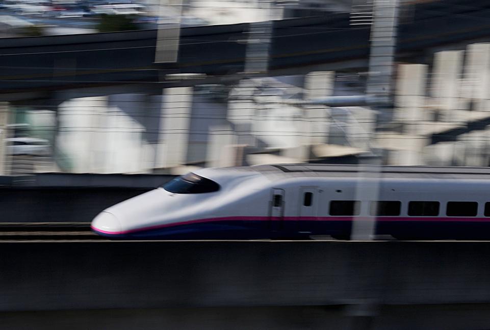 福島駅 新幹線の流し撮り (1)_d0106628_19100466.jpg