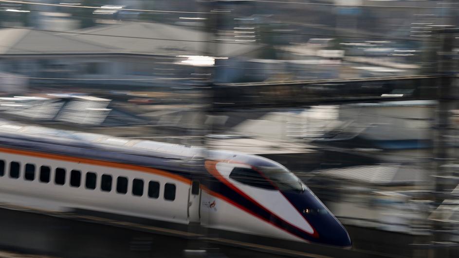 福島駅 新幹線の流し撮り (1)_d0106628_19103230.jpg