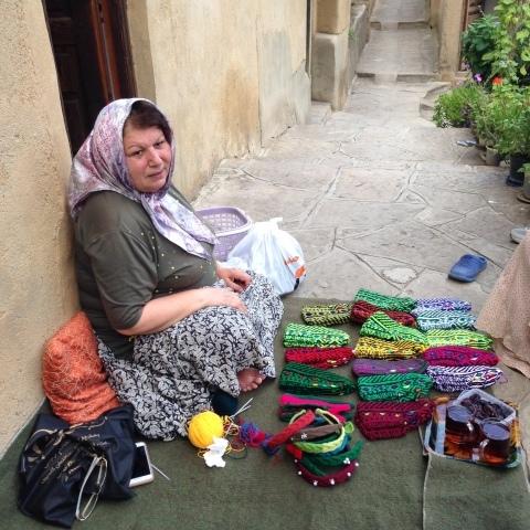 イランのおばあちゃんの手編み靴下の村_d0156336_22211753.jpg
