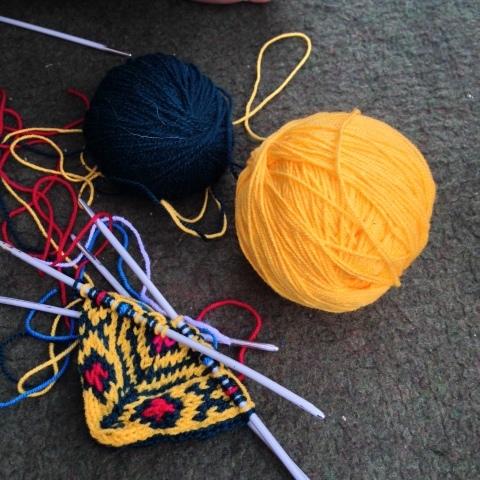 イランのおばあちゃんの手編み靴下の村_d0156336_22253615.jpg