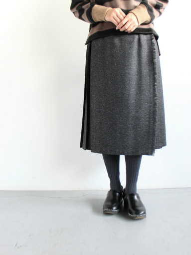 O\'NEIL OF DUBLIN  MIDI EASY KILT SKIRT / HERRINGBONE BLACK (products for us)_b0139281_13253452.jpg